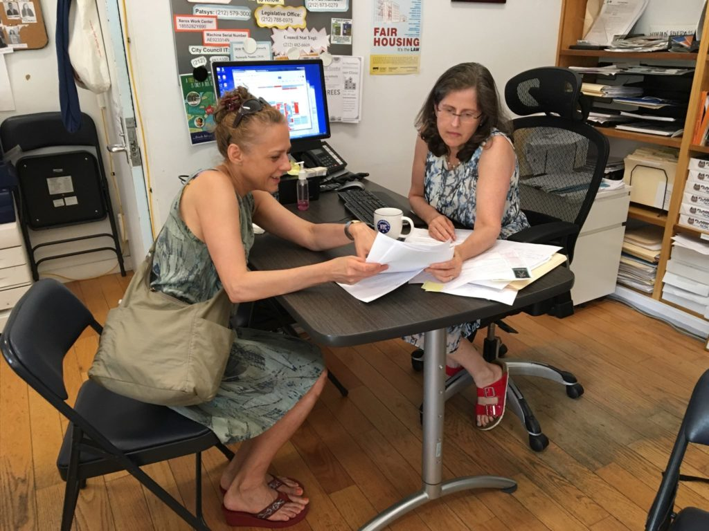 Helen Assists a Constituent in her District Office (07/21/17)